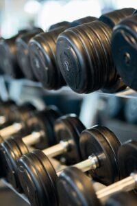 lifting heavy weights dumbells